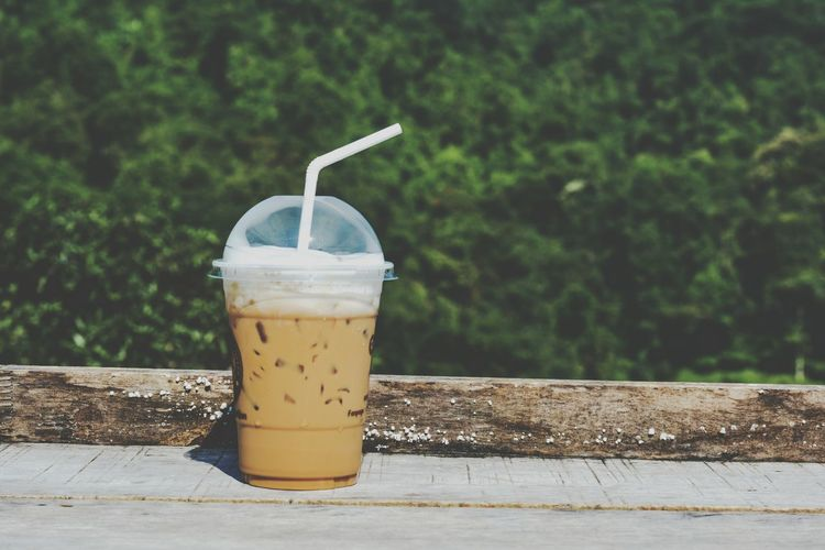 Coffee Beverage Yummy Freshness Aroma Creama Caffeine Wooden Table Green Tree Drink Cold Temperature Drinking Glass Drinking Straw Frothy Drink Close-up Food And Drink Milkshake Blended Drink Protein Drink Blender Milk