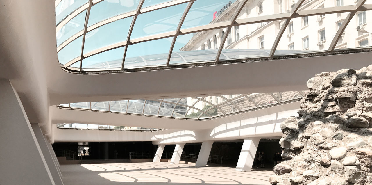 LOW ANGLE VIEW OF MODERN BUILDING INTERIOR