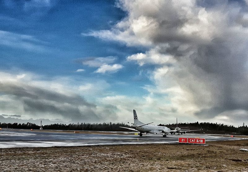 Airport Starting A Trip Last-minute Flight Snapseed Plane Showcase: February Samsungphotography Airportphotography Comercial Airline Taking Photos Aircraft Preparation  Taxiway Takingoff Lining Up Wintertime