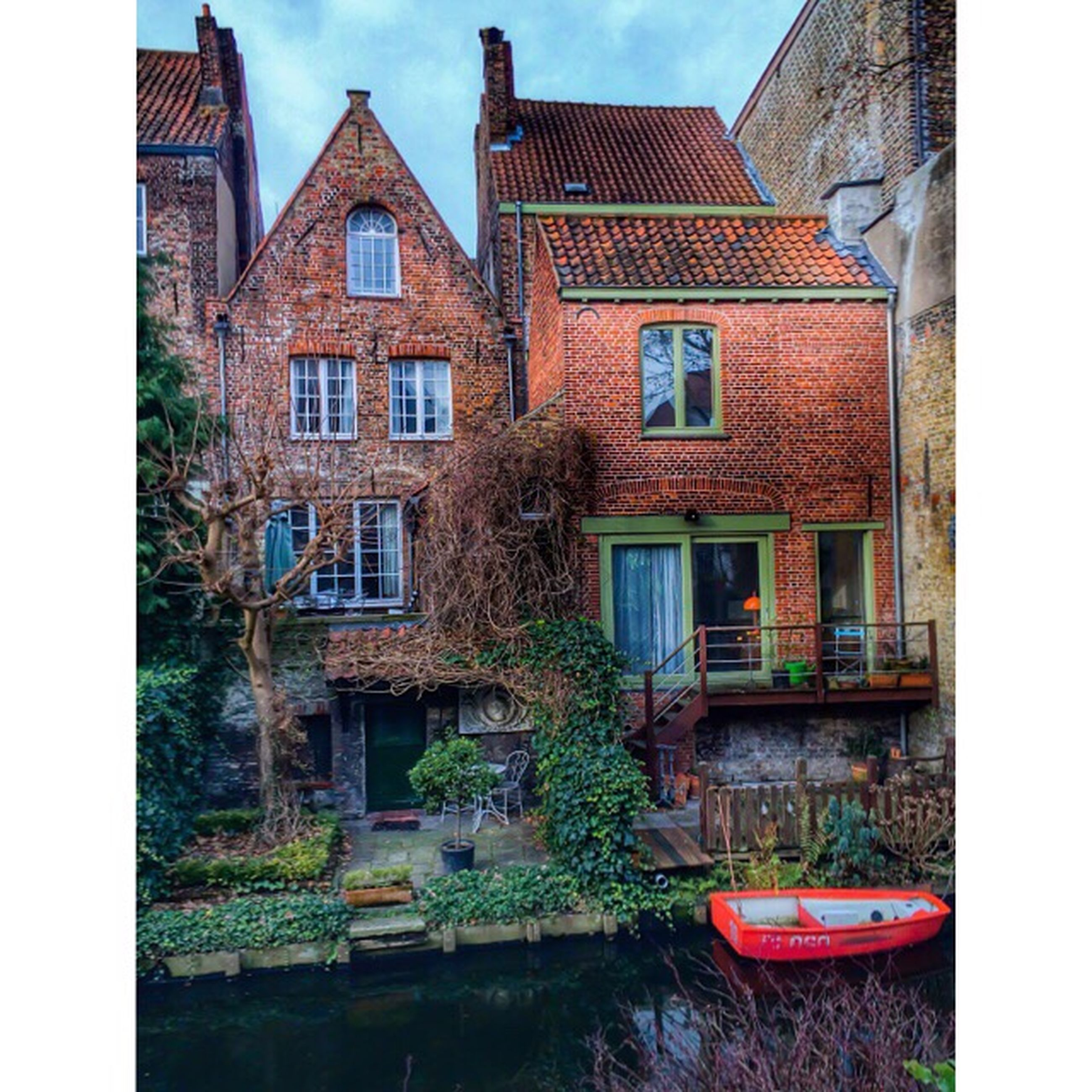 architecture, building exterior, built structure, water, window, house, residential structure, residential building, reflection, building, waterfront, canal, transfer print, auto post production filter, sky, day, outdoors, no people, old, city