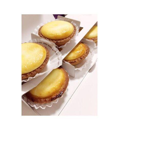 大好きなチーズケーキタルト💕お客さんからのいただきものです😋チーズケーキ タルト Bake
