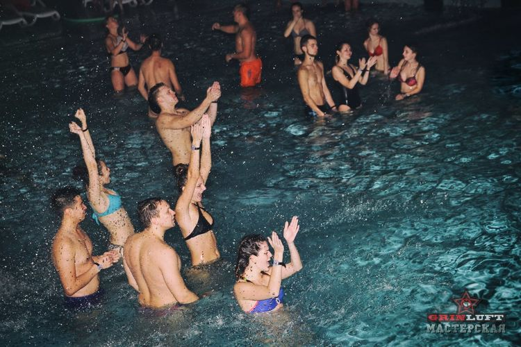 Pool and Beer Party Water Lifestyles Fun Real People Swimming Friendship People Day Grinluft Art Minsk Nightlife Smiling Party Pool Beer Tattooing Tattoo Night Women