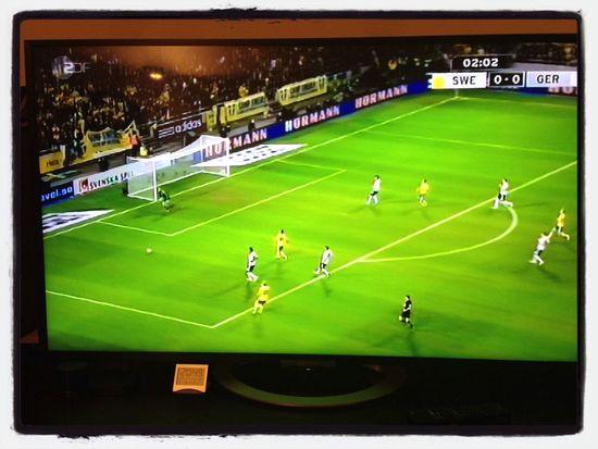 alter Schwede :) ... So macht ein Länderspiel erst richtig Spass ;) Enjoying Life Fußball