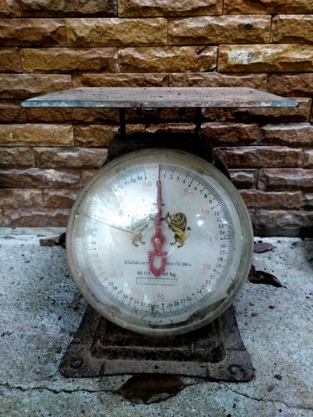 Brown Wall Brown Color Scales Gauge Pressure Gauge Abandoned Instrument Of Measurement Close-up Roman Numeral Brick Wall Brick