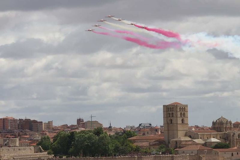 Patrullaaguila Zamora, Spain CatedraldeZamora CastillodeZamora Smoke - Physical Structure Airshow Flying Airplane Cloud - Sky Military Airplane Aerobatics Vapor Trail Sky