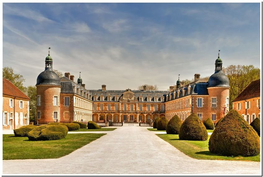 Cour d'honneur Bourgogne Castle Architecture Building Exterior Built Structure Burgundy Château Day History No People Outdoors Palace Panoramic Sky Statue Travel Destinations Tree