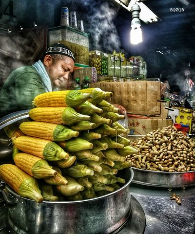 Food People Scenics Huaweiphotography HuaweiP9Photography HuaweiP9 Tanjungarubeach Sabah Malaysia EyeEm Sabahroadtrip Kotakinabalu Streetphotography Foodstall Sweetcorns Hawkerfood Hawker_portraits