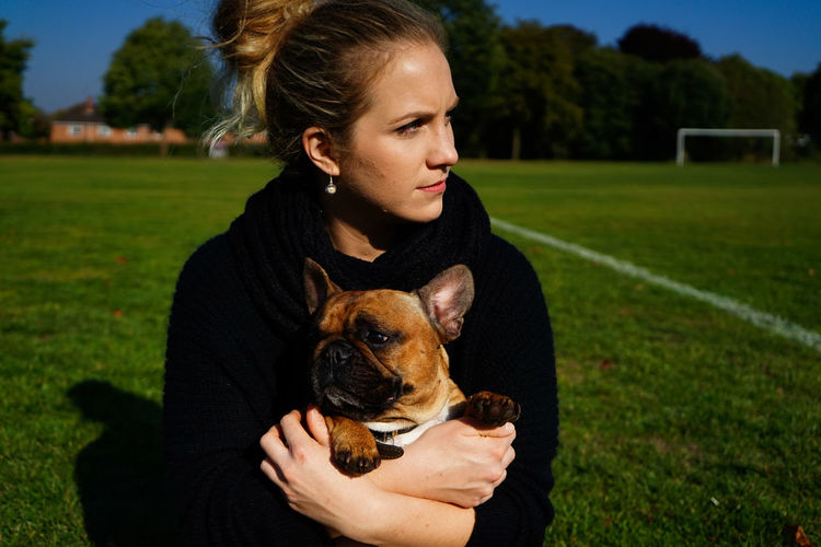 Distractions Women Woman People People Photography Beautiful Love Connection Human Connection Soccer Uniform Soccer Field Pets Sports Clothing Athlete Soccer Player Soccer Dog Young Women Grass Friend Pretty Hugging EyeEmNewHere International Women's Day 2019 Springtime Decadence