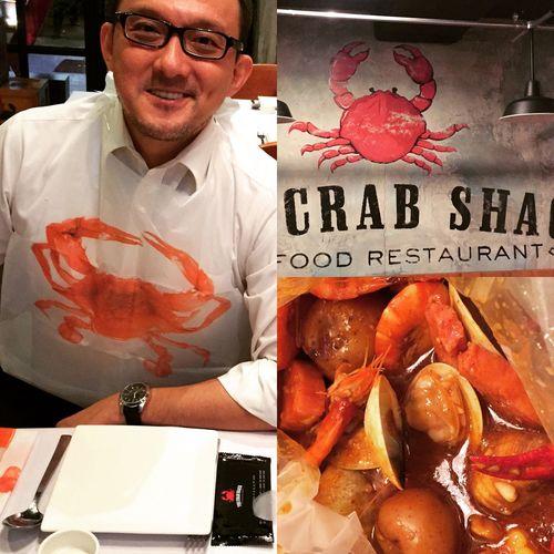Eating Crab n Crawfish! Cajun style! 我最喜愛的 Cajun 海鮮料理。吃前來一張,要不然一下手,滿手滿桌都是 messy 的醬料! #seafood #cajun #海鮮 Seafood Crawfish Eating Cajun