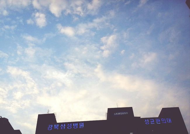 바람부니 좋다 구름두 이쁘구...이뻤는데...사진은.왜 요모양이징.. 아무튼 이래저래 얽매이지말구 지금 현재에 충실해야지..!.. 오께바리? Cheer Up!