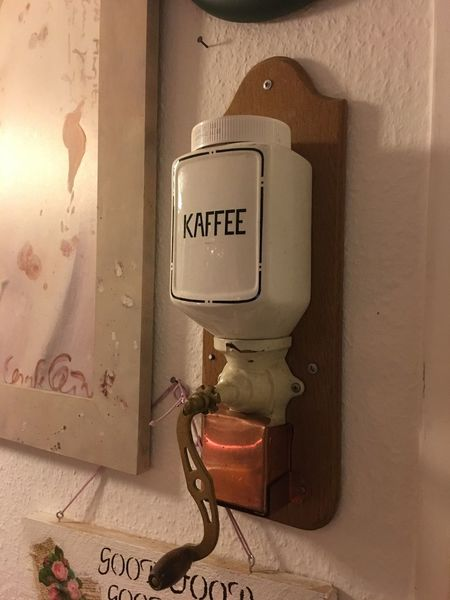 Kaffeemühle Without Filters Fünfzigerjahre 50ziger Communication Close-up Indoors  No People Day Shabby Chic Shabby Alte Kaffeemühle