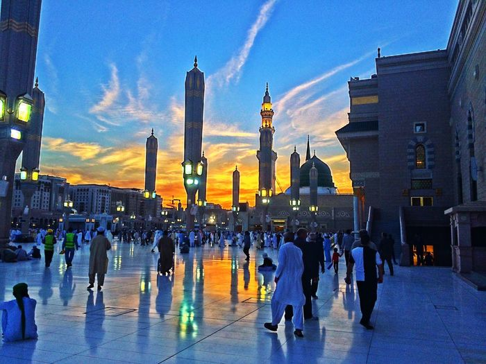 Few moments before sunset Al Masjed Al Nabawi Architecture Built Structure Crowd Large Group Of People Masjed  Sunset Travel Destinations