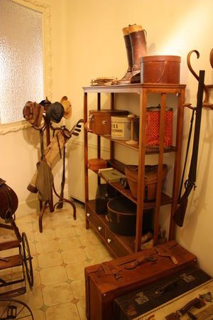 #antiques #decoration #mothershouse #objects #old #oldhouse #oldstuff #Places #traditional #typical #vintage