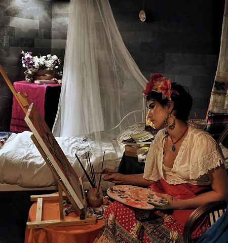 Viva la vida! Artista Women Flower Sitting Night EyeEmNewHere EyeEm Selects Shadows Lights Vintage Art Gallery Painter Frida Frida Kahlo Viva La Vida  Portrait Olympus OM-D E-M5 Mk.II The Week On EyeEm