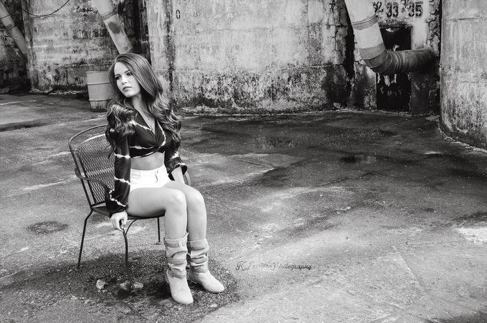 Fresh On Eyeem  Fresh On Eyeem  Blackandwhite Young Adult Young Women Sitting Natural Light Texas Austin Texas Girl Grunge Warehouse