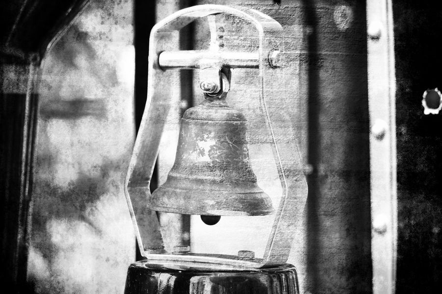 Blackandwhite Black And White Black & White EyeEm Best Shots - Black + White Outdoors Vintage Vintage Style Edited My Way My Unique Style Hanging Bell Metallic Bronze Old-fashioned Detail Blackandwhite Photography Bnw Bnw_collection Perspective Different Perspective Different Design Craft Black And White Photography EyeEm Best Shots No People Close-up Day Metal Simplicity Focus On Foreground Handle Old