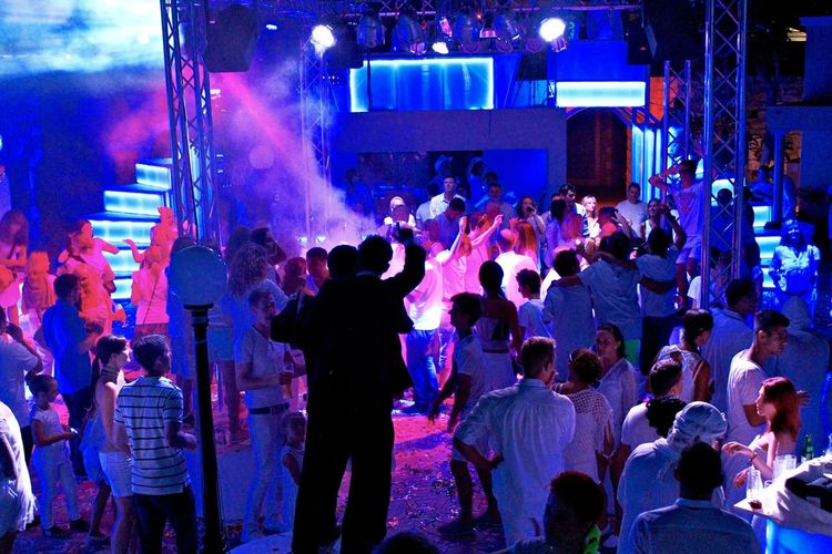 Robinson Crowd Enjoyment Event Excitement Fun Group Of People Illuminated Lifestyles Music Night Nightlife Party Performance Robinsonclub Stage Theme Party White Color White Party Youth Culture