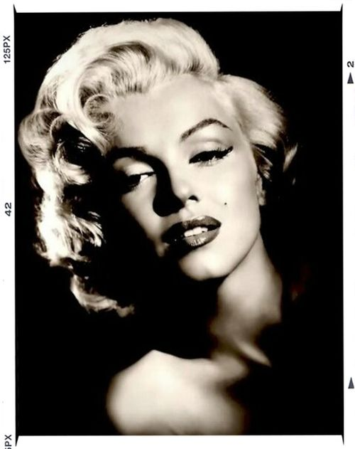 """MARILYN MONROE ♡♥♡♥ """"Keep Smiling, Because Life Is A Beautiful Thing And There's So Much To Smile About."""" ― Marilyn Monroe Marilyn Monroe <3 Have A Nice Day♥"""