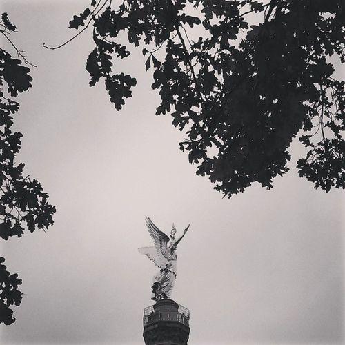 Berlin Berlino Missing Siegessäule  Colonnadellavittoria Blackehite Essential Tiergarten Sky Angel Goodnight BuonaNotte November2014 Nostalgiaberlinese Vogliadievadere