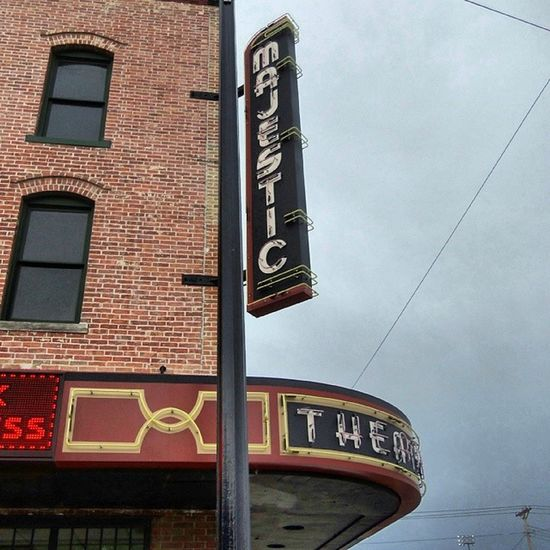 The beautiful Majestic Theater ◆ Phillipsburg, Kansas Signjunkie Cinematreasures Signgeeks Trailblazers_rurex
