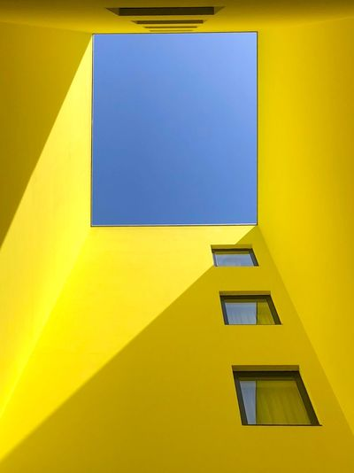 Look the sky Lookup EyeEmBestPics Eye4photography  EyeEm Selects EyeEm Gallery EyeEm Best Shots The Week on EyeEm Built Structure Architecture Yellow Building Exterior Building Wall - Building Feature Low Angle View
