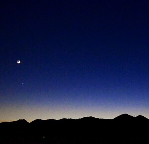 夕暮れ 青い空 癒しの空 月光 マジックアワー 三日月 月 Crescent Half Moon Mountain Space Clear Sky Blue Sky Scenics Tranquil Scene Copy Space