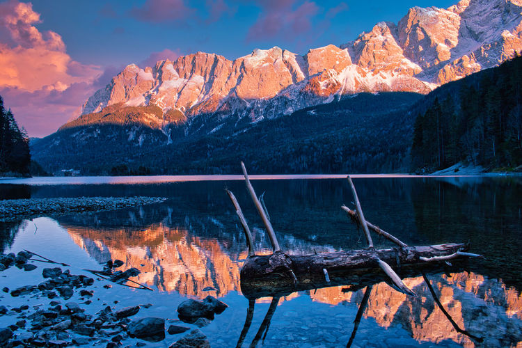 View of the wettersteingebirge from eibsee - germany