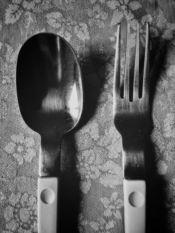 No People Close-up Indoors  Day Simmetry Shape Art Scenics Tranquility Still Life Photography Bnw Black And White Photography Black & White Spoon And Fork Posate Kitchen Utensils Kitchen Kitchen Art On The Table Lunch Time Set Minimal In The Kitchen