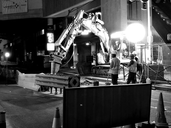 Night Adult Only Men Men At Work  Men At Work... Men At Work  Construction Site Night Shot NightlifeMen At Work  Outdoors Street Photo Street Streetphoto Street Photography Illuminated City B&W Street Photograpghy Black And White Collection  Black & White Photography B&wphotography La Défense. France🇫🇷 HuaweiP9Photography Huawei P9 Photos HUAWEI Photo Award: After Dark