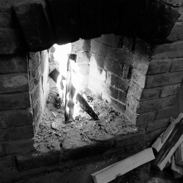 графично камин . огонь чернобелое чб монохром дача fireplace fire monochromatic bnw bw blackandwhite fujifilm_xseries fujifilm x20