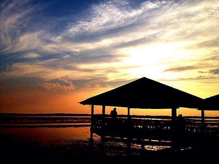 Sunset #sun #clouds #skylovers #sky #nature #beautifulinnature #naturalbeauty #photography #landscape Silhouette Portugaloteuolhar #igersportugal #filipe_lourenco #iphonesia #instagrad #webstagram #winphotowin #instame #p3top #poesiadoolhar