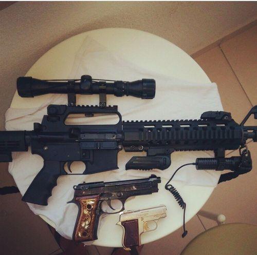 Indoors  Technology Close-up Cable Memories Man Made Object Electric Guitar Adventure Tabanca Tüfek Gun M16 Silah