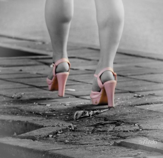 Les chaussures roses Human Leg Human Body Part Leisure Activity Lifestyles Pink Color BEIJING北京CHINA中国BEAUTY Lifestyle Photography Eyeemoftheday Eyeemoftheweek Eyemphotography BEIJING 北京 The Street Photographer - 2017 EyeEm Awards Standing Walking Beijing Scenes Streetphotography Eyeemphotography Eyem In Beijing Eyem Best Shots Street Photos😄📷🏫⛪🚒🚐🚲⚠ Summertime Lifestyle One Woman Only Streetlife Women