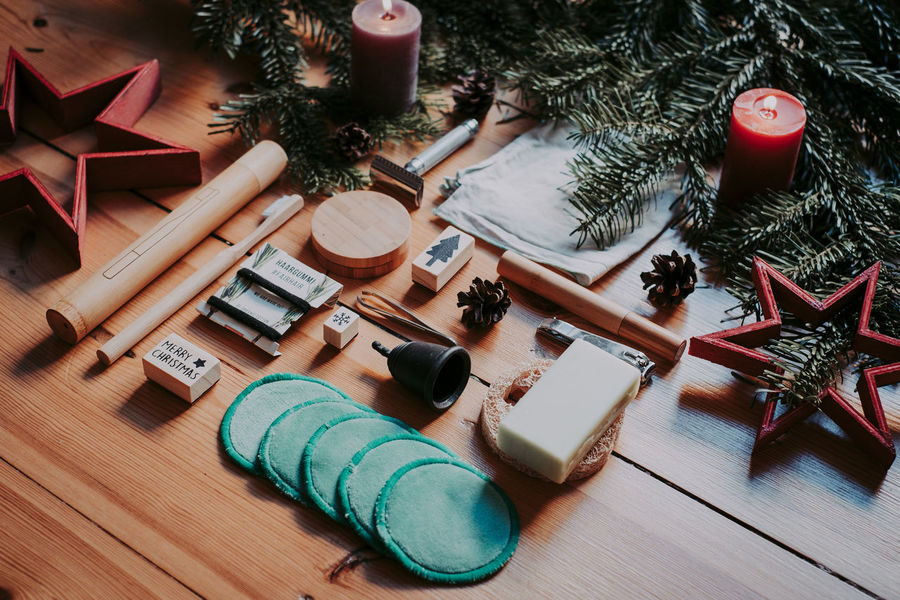 Zero Waste bathroom tools @ xmas. Give your loved ones only the best High Angle View Christmas No People Christmas Decoration Decoration Wood - Material christmas tree Large Group Of Objects Zero Waste Zero Waste Lifestyle Bathroom Bath Tool Sustainability Sustainable Sustainable Lifestyle