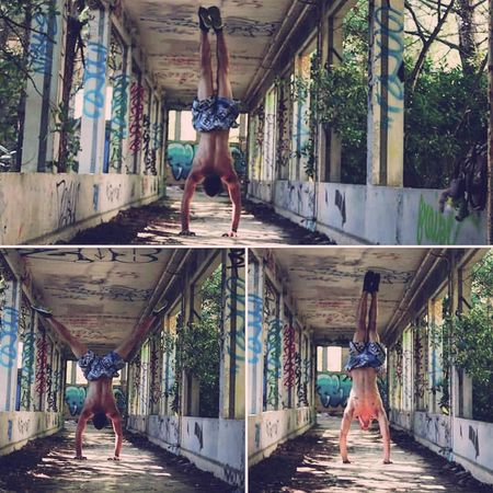 I love Handstanding . Balance , strenght , arms & concentration training 🉐👌 Jumping Adult Men People Athlete Real People Outdoors Day Model Parkourlife Urban Lifestyle Parkoureducation Youngwildandfree Parkour Freerunning Training Nature Traceur Urbexworld Exploring Tree Urbex_rebels Handstandeveryday Handstand  Handstand ♥