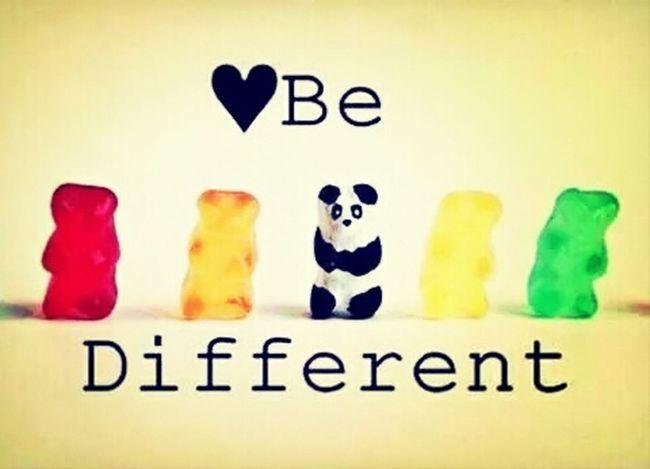 On est tous pareille. Mais le physique, le caractère différencie des autres.