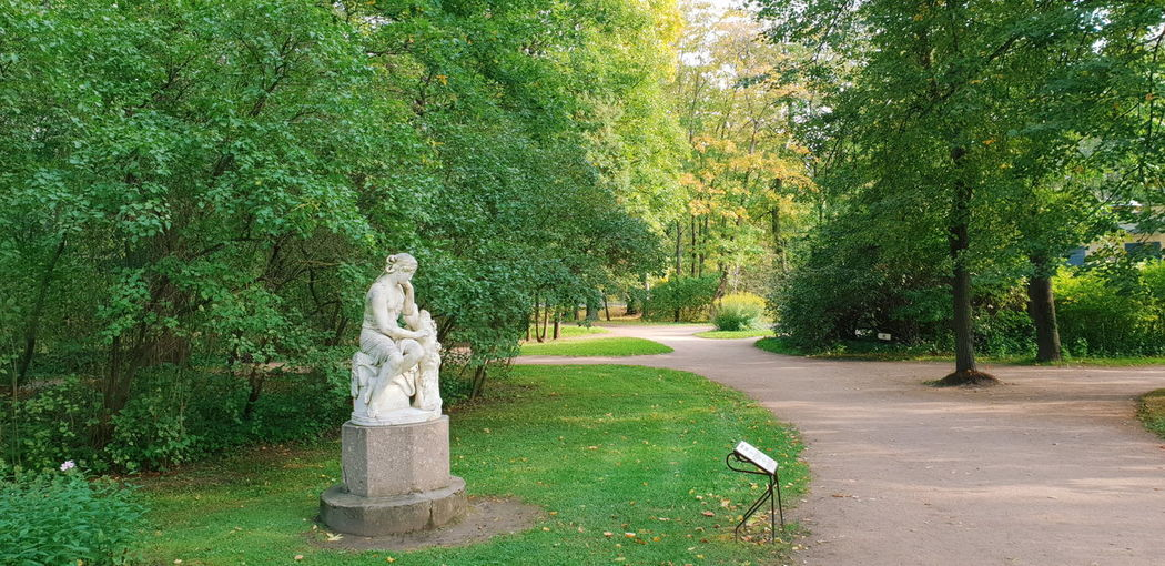 Old Withgalaxy снятонаgalaxy Park Saint Petersburg Санкт-Петербург Outdoors Tree Statue Sculpture Human Representation Art And Craft Male Likeness Grass Green Color Tranquility Tranquil Scene Non-urban Scene Idyllic Sculpted Female Likeness