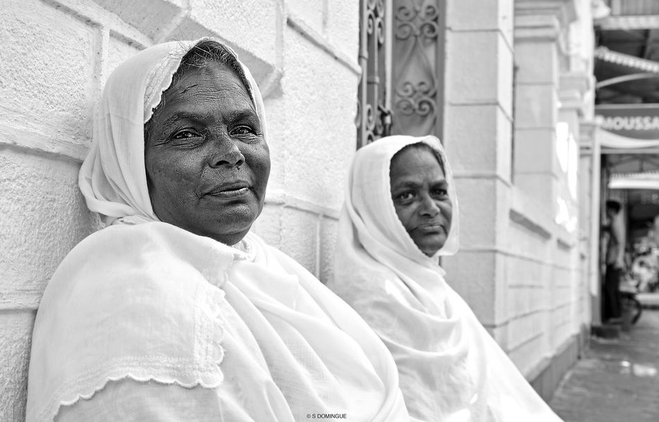 Bibi Kareema, 55, sitting infront of the Jummah Mosque, Port-Louis with Aisha, 63. They both struggle for a decent living every day. - Life at this age is not easy when your expenses are higher than your income. Sometimes, people give us money or food... Every help is a relief! People Portrait Photojournalist Photojournalism Black And White Collection Streetphotography Old Woman Mauritiusisland Poverty Pipolcapture First Eyeem Photo EyeEmNewHere