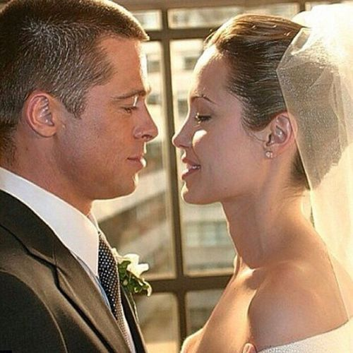 Uzun yillar birlikte olan Brad Pitt ve Angelina Jolie evlendi. Bradpitt Angelinajolie Married Finallymaried couple