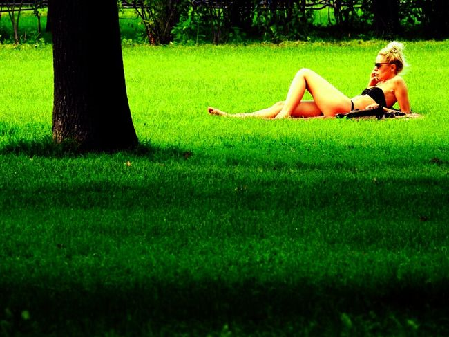 Nakednature Green Color Trees Tavrichesky Garden Grass Sankt-Petersburg Russia Summer2016 Walking Around Girl