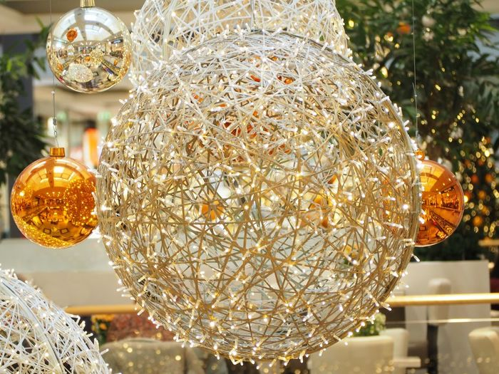 Decoration Illuminated Hanging Christmas Decoration Lighting Equipment Celebration Focus On Foreground Christmas No People Close-up Sphere Tree Indoors  Holiday Christmas Ornament Light christmas tree Design Electric Light Electricity  Electric Lamp Ceiling Crystal Glassware
