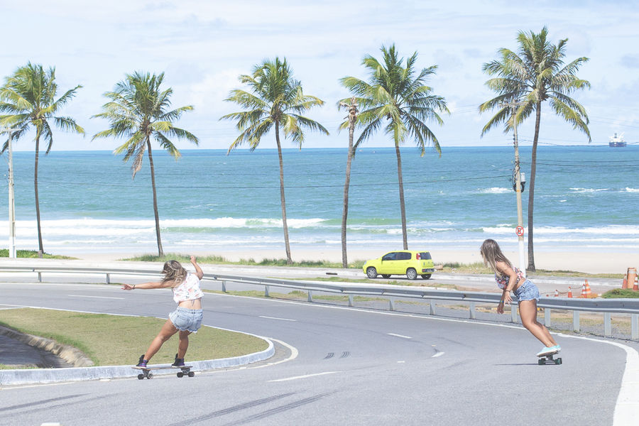 Skateboarding Skate Skatergirl Sisters Twins Beach Do What You Love Ocean View Capturing Movement Movement Surf's Up