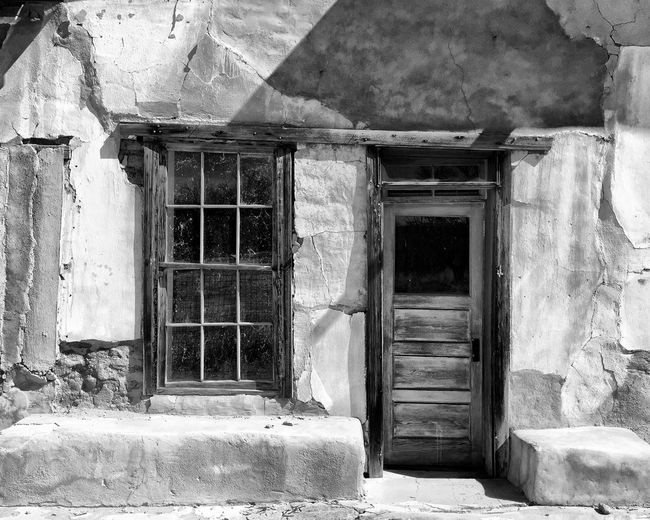 Window Door Abandoned Abandoned Places Abandoned Buildings Architectural Detail Streamzoofamily Malephotographerofthemonth EyeEm Pattern, Texture, Shape And Form Architecture_bw EyeEm Bnw Blackandwhite Photography Black And White Blackandwhite Black & White Black&white Black And White Photography