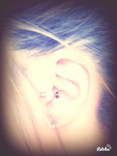 Trop fan de mon piercing NNew Piercing :)tTragus Stgillescroixdevie 😁😝✨