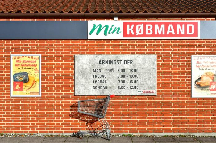 Everything is quiet at the Grocery Store in Knebel Brick Building Bricks Købmand Grocerystore Mols Shopping Cart Sign Signs