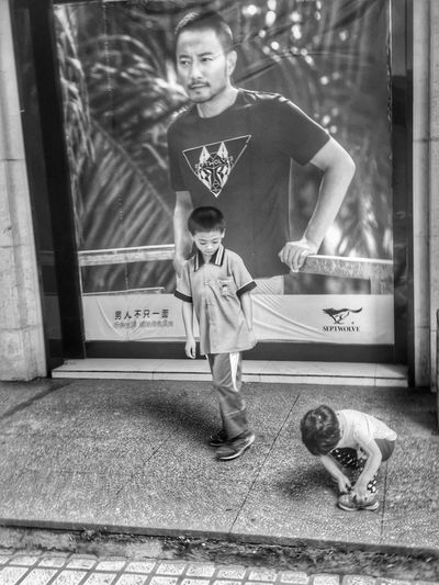Boy People Street Photography IPhoneography Iphoneonly Iphone 6 Plus Blackandwhite Black And White Monochrome Boy And Girl