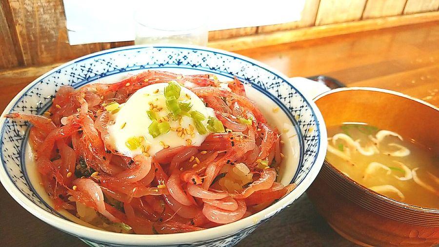 生桜えびととろーり卵の丼ぶりです。 さくらエビ 由比 ごちそうさまでした 由比さくら屋 ごちそう 美味しい ランチ お昼ごはん Gourmet Bowl Table Japanese Food Food And Drink
