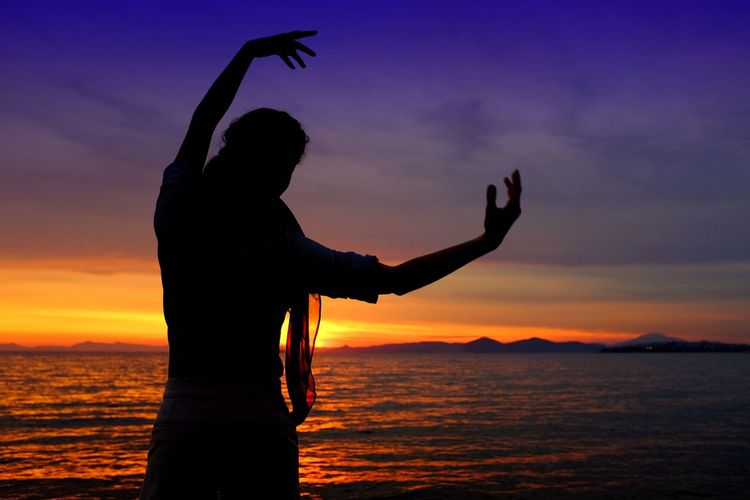 43 Golden Moments Arms Arms Up Beauty In Nature Blue Sky Cloud - Sky Colorful Sky Colorfull Golden Hour Idyllic Nature Ocean Orange Color Outdoors Sea Silhouette Silhouette And Sky Sky Sunset Tranquil Scene Tranquility Water Woman