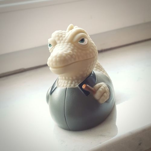 dec 1st. hello to ¥ from my prehistoric windowsill 😁 Rubber Duck Window Sill Rubber Lizard Die Echse Happy Thoughts Dec 2016