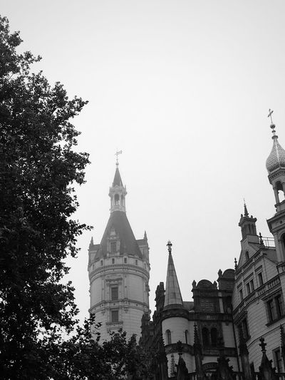 Architecture Building Exterior Built Structure Castle Day Façade Fog Foggy Foggy Morning Foggy Weather Government Government Building Height History Moody No People Outdoors Schloss Schwerin Schwerin Castle Schweriner Schloss Sky Top Tower Tree